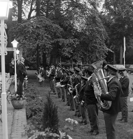 1237_012_987-2_007 - Muziek. Viering van een jubileum van textiel firma Van Besouw bij restaurant Boschlust in Goirle in mei 1975.