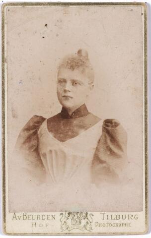 004702 - Anna Helena Wilhelmina Maria JANSSENS (* Tilburg 6-1-1871 † Breda 8-10-1950), dochter van fabrikant Eduardus F.A. Janssens en Marie de Horion de Corby. Zij trouwde met Johan Caspar Marie Houben. Zie foto 4564