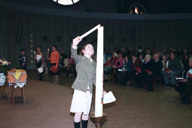 1237_002_274_017 - Religie. De viering van het Vormsel in de O.L.V. van Goede Raad (Broekhovense kerk) op 21 november 2005.