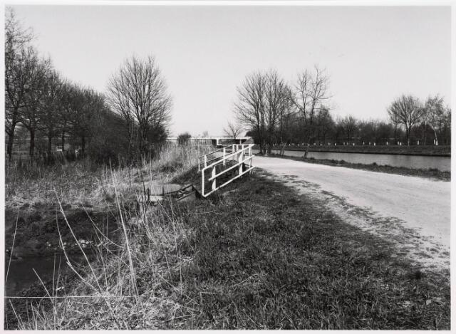 034835 - Brug over het Wilhelminakanaal bij de Meierijbaan. Links op de voorgrond het riviertje De Leij.