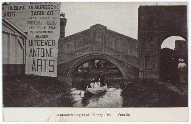 003287 - Een nabootsing van de 'Ponte di Rialto' over het 'Canal Grande' in Venetie op de tentoonstelling Stad Tilburg. Links reclame voor het 'Tilburgsch Dagblad' dat werd uitgegeven door Antoine Arts, lid van de Tweede Kamer en van het ere-comité.