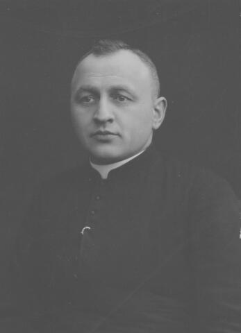 065700 - Josephus Jacobus van Laarhoven, geboren te Hilvarenbeek op 3 maart 1876, priester gewijd op 1 juni 1901. Kapelaan van de parochie Goirke van 17 september 1905 tot 14 juli 1922. Hij overleed in het St. Jozefziekenhuis te Eindhoven op 26 mei 1936 en was toen pastoor van Meerveldhoven.