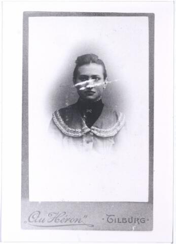 005539 - Portret Annette van Roessel, zuster van Liefde Ouden dijk.
