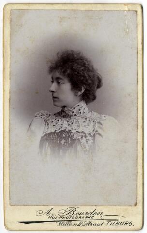 092347 - Carolina Maria Wilhelmina Bogaers, geboren te Tilburg op 25 december 1871 en aldaar ongehuwd overleden op 11 september 1912, dochter van Vincentius Aloysius Antonius Bogaers en Isabella Theresia Philomena Pollet.
