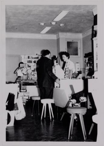 040108 - Handel/winkelbedrijf. Moderne winkel 1961