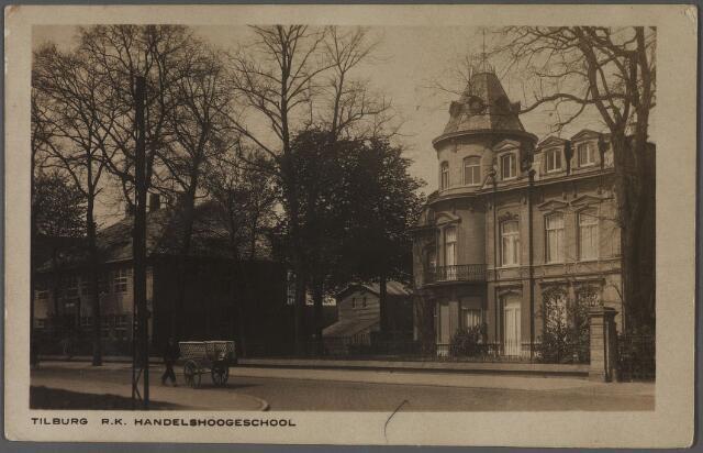 011014 - Bosscheweg met rechts villa Tivoli en links de R.K. Leergangen. Nu Tivolistraat.