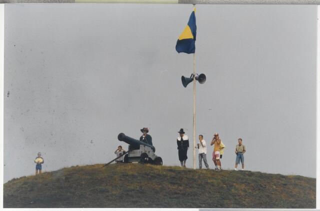 91334 - Terheijden. Zomerfestival 1990. De kanonschoten, onderdeel van de middeleeuwse festiviteiten op zaterdag 25 augustus 1990.