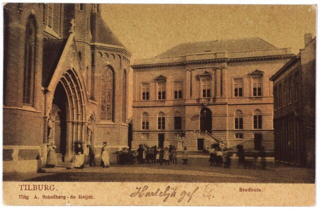 002325 - Stadhuisplein voorheen de Markt met kerk van St. Dionysius (Heike) en voormalig gemeentehuis.