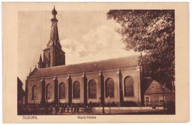 002363 - Zijgevel van de St. Dionysiuskerk (Heike), toen gelegen aan de Markt, nu Stadhuisplein. De oude kerk ter plaatse kwam in de 17e eeuw in handen van de protestanten. Het zou tot 1824 duren voordat de katholieken hun oude parochiekerk weer in handen kregen. Drie jaar later, op 30 mei 1827 lag in de Gouden Zwaan aan de Markt het bestek ter inzage voor de bouw van een nieuwe kerk en het gedeeltelijk afbreken en herbouwen van de toren. Het werk werd gegund aan Noach van der Waals. Op 13 augustus 1827 legde pastoor Duchamps de eerste steen. Evermondus Duchamps was de laatste witheer van Tongerlo in Tilburg. Hij werd hier pastoor in 1807 en was nog 2 1/2 jaar pastoor in deze kerk. Op 29 oktober 1829 werd de eerste heilige mis opgedragen in de nieuwe kerk van het Heike door de deken van Hilvarenbeek; op 2 oktober 1843 werd de kerk geconsacreerd door een van haar voormalige pastoors, de bisschop van Gerra en coadjutor van mgr. Den Dubbelden, bisschop Zwijsen. Zwijsen was de eerste wereldheer die pastoor werd  in Tilburg.