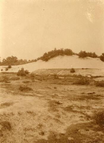 600807 - Landschap in de omgeving van Loon op Zand. Duinen en bossen.Zandberg te Loon op Zand. Kasteel Loon op Zand. Families Verheyen, Kolfschoten en Van Stratum