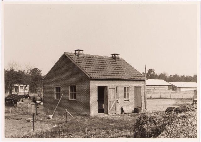 032972 - Voerhuis en varkenshokken behorende bij de proefboerderij aan de Oude Loonse Baan.