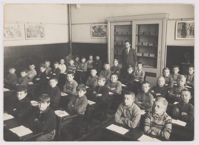 081636 - Klassefoto met meester Blijlevens