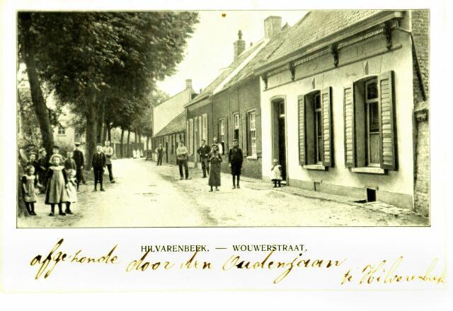 054723 - Wouwerstraat gezien vanaf de Vrijthof. Achter de bomenrij links loopt de Noorderbeek. De twee eerste huizen rechts werden gesloopt voor een doorbraak naar het centrum: de Sint Sebastiaanstraat.