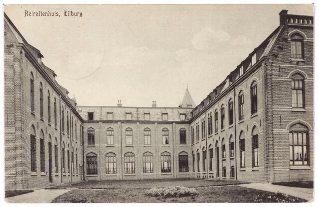 001425 - Achterzijde van het retraitehuis en klooster van O.L.V. van het Cenakel aan de Koningshoeven, nu Kempenbaan. De kaart is gericht aan 'jongeheer' Fransje Keve in 's-Hertogenbosch en afkomstig van 'heeroom pater', die retraites gaf in het retraitehuis.