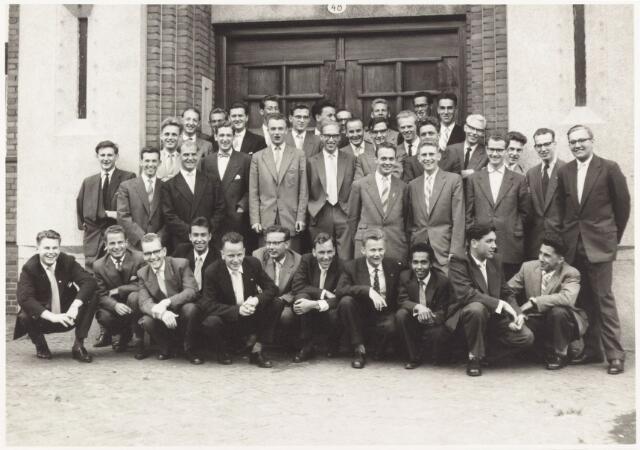 052217 - Onderwijs Hogere Textielschool. Eindexamen 1957.Zittend v.l.n.r: M. van Laarhoven, J. de Blok, Kevenaar, P. Blom, W. van de Bruggen, Van Broekhoven, Groels, P. van Laarhoven, Nanlohi, Daniëls, en van Nielen. Tweede rij v.l.n.r: J. van Spaendonck, A. de Wijs, Rombouts, J. Colsen,  A. van Gool, S. Donders, W. ten Dam, F. Annee en C. Takkenberg. Tweede rij v.l.n.r: J. Surtel, W. Mutsaerts, O. Brackel, Post, Tempelaars, J. Doedee, A. van Erven, F. Schalkwijk en H. Dielemans. Derde rij v.l.n.r: F. de Bruyn, H. Werdmuller, Kruijssen, Altenburg, J. Smits, B. Sweens en L. Mossou. Bovenste drie: A. Donders, F. van de Drift en P. van Gestel.