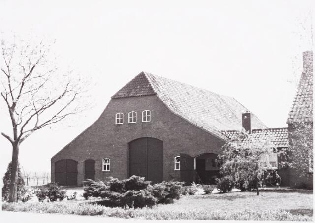 025422 - Boerderij aan de Langendijk halverwege mei 1970