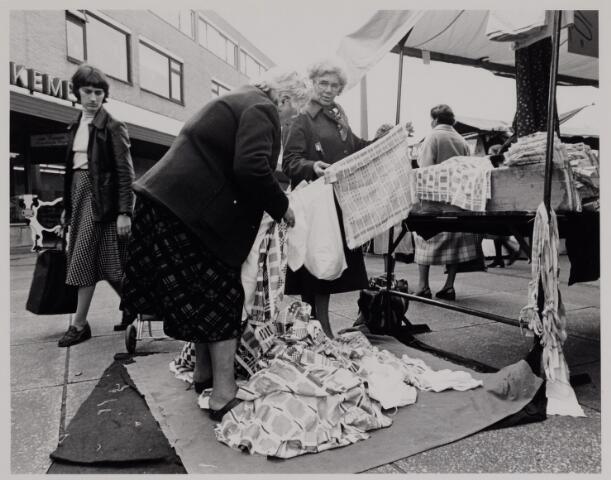 040642 - Markt op het Koningsplein (1979).