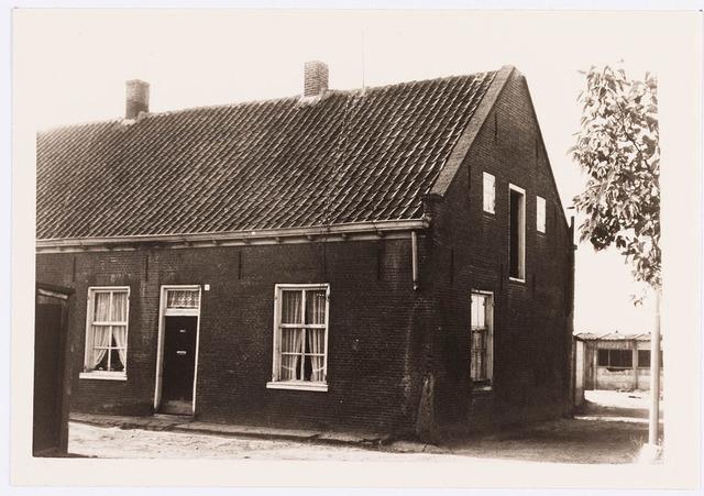 034459 - Lijnse Zijstraat 1. De Lijnse Zijstraat is -na afbraak van de aangelegen woningen- opgegaan in de Von Weberstraat.