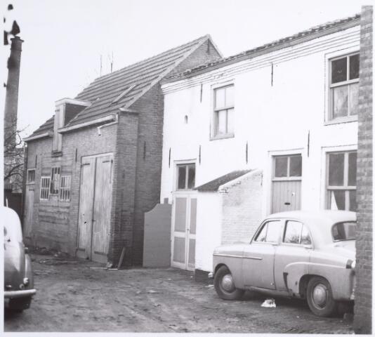 015089 - Achterzijde van het pand Bisschop Zwijsenstraat 12. Het pand is gesloopt in verband met de sanering van de wijk Koningswei en de verbreding van de Paleisring.