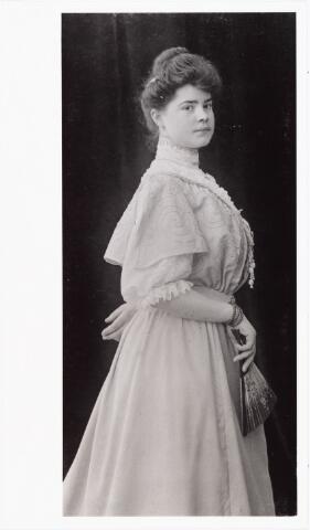 007813 - Anna Henrica Gertrudis Rijven geboren Tilburg 18.1.1883 aldaar overleden 31.3.1959, dochter van Adrianus Rijven en Johanna Francisca Schoffers. Zij trouwde Antonius J.C. Heerkens.