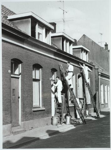 031225 - Schilders aan het werk aan een woning aan het Smidspad.