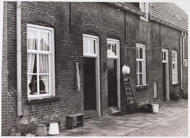 023951 - Achterzijde van de woningen van de voormalige Anna Paulowna- of Torentjeshoeve onder Koningshoeven