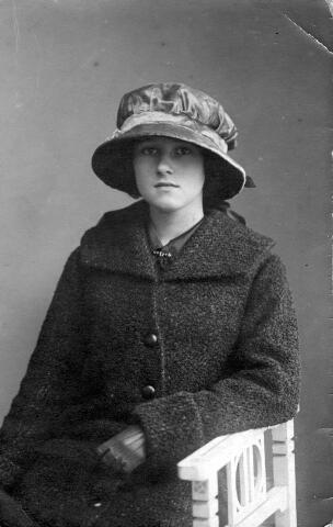 064461 - Maria Wilhelmina van Son-Donders geboren Tilburg 2 december 1898, overleden Tilburg 19 maart 1992.