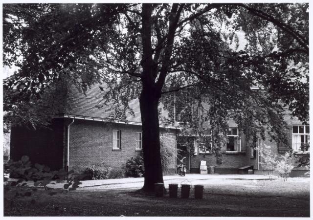 016294 - Gedeelte van de gevel van een villa aan de Bredaseweg