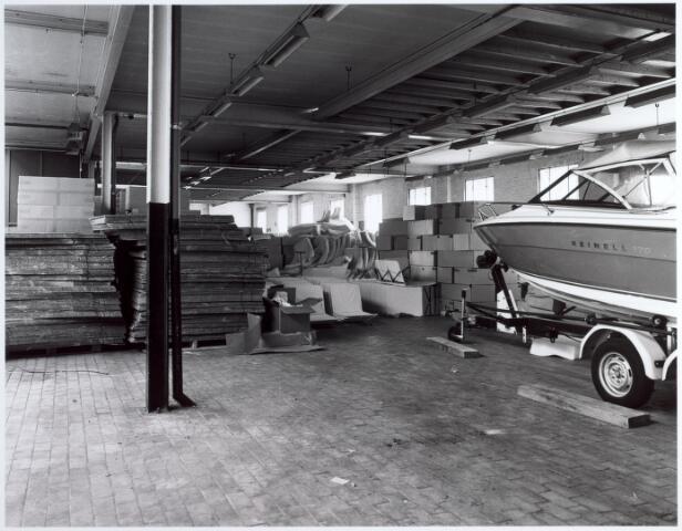 015146 - Interieur van een voormalige fabriek aan de Bisschop Zwijsenstraat