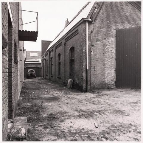 033621 - Gedeelte van het bedrijf van Jurgens Textiel aan de Tuinstraat; op 8 januari 1976 werd het bedrijf verplaatst naar Berkel-Enschot aan de Gen. Eisenhowerlaan; thans ten behoeve van de woningbouw in het Spinnerspark geheel gebroken