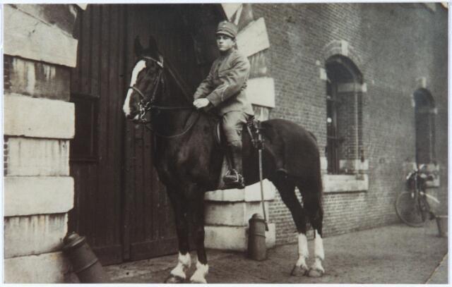 """011458 - Antoon Hubert DONDERS tijdens zijn dienstplicht op """"zijn"""" paard Tommy, rond 1931. Hij werd geboren in Antwerpen op 14-3-1910 als zoon van Petrus F.J.C. Donders (1888-1965), magzijnchef,  en Theresia Maria Horsten (1883-1948), en overleed in Tilburg op 23-10-1998. Antoon Hubert was metaalbewerker van beroep. In 1939 trouwde hij in Tilburg met Johanna Huberta Magdalena Voster (1914-1993)."""