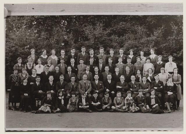 100222 - Onderwijs. Groepsfoto van de leerlingen van de handelsavondschool.
