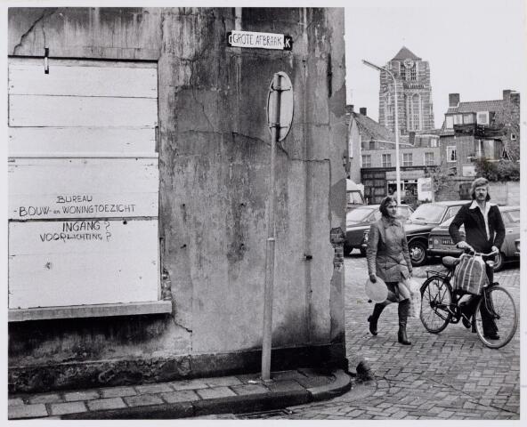 102107 - Hoek Grote (Af) Braak en Kleine Braak. rechts op de achtergrond de houten poort die toegang geeft tot de Kleiweg