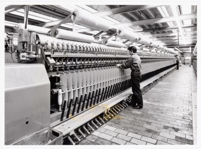 038072 - Textielindustrie. Interieur van de N.V. Spinnerij Swagemakers - Bogaerts, afdeling kamgarenspinnerij