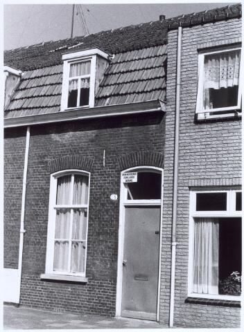 020760 - Onbewoonbaar verklaarde woning aan de Hesperenzijstraat anno 1971