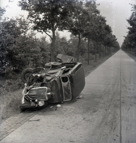655019 - Verkeer. Pers. Nieuws. Auto-ongeluk.