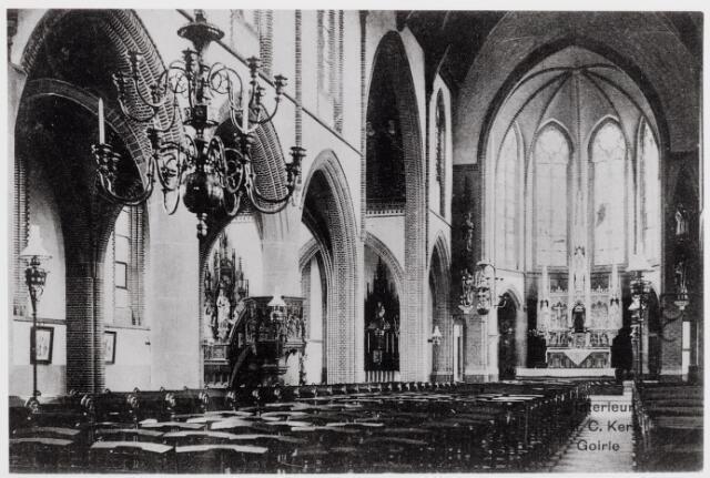 046323 - Interieur van de kerk St. Jan Onthoofding, gebouwd door dr. Jos Cuijpers uit Amsterdam. De kerk werd op 5 juni 1899 geconsacreerd door monseigneur van de Ven. Het hoogaltaar van Franse zandsteen, is een ontwerp van H. van der Geld uit 's-Hertogenbosch, evenals de zijaltaren, links van het hoogaltaar het Maria altaar en geheel links het altaar van O.L.V. van de Rozenkrans.  De kerk wordt nog verlicht door gaslampen. Tegen de buitenmuren een eenvoudige kruisweg, die onder het pastoraat van Coenraad Peters (1918-1930) vervangen werd door een kruisweg van kunstschilder Sicking.