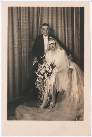 004805 - Huwelijksfoto van Juriën de JONG en Charlotte A. RUTGERS uit Goirle op 9 mei 1932. Dr. Ir. J. de Jong was van 1938 tot 1956 directeur van Publieke Werken van de gemeente Tilburg als opvolger van ir. D. Huender.