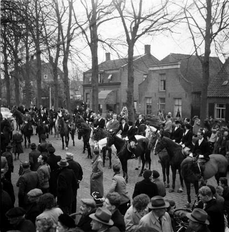 050267 - Hubertus slipjacht. Tilburgse rij en jachtvereniging, Hippos.