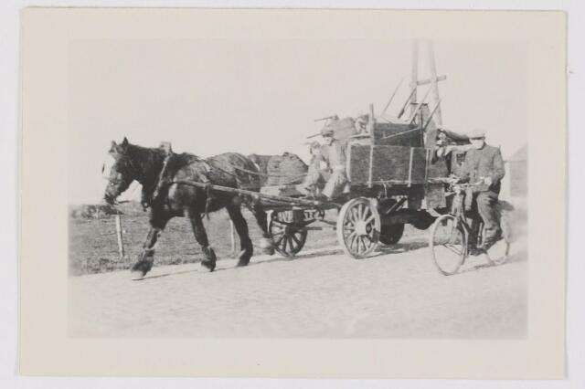 082203 - WOII; WO2; Door de aanhoudende bombardementen vluchtten veel inwoners van Gilze naar veiliger oorden. Met name Chaam en verder naar het zuiden.