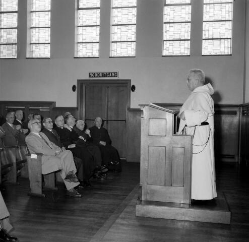 050505 - Afscheidscollege. Prof. Magister F. Weve nam afscheid van de Hogeschool. W. van Wijmen aanvaardde zijn ambt.
