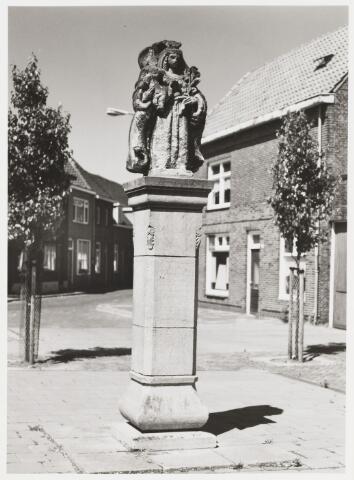 068015 - MARIABEELD als oorlogsgedenkteken. Onthuld 5 mei 1946. Zie fotonr. 068013  Kunst in de openbare ruimte.