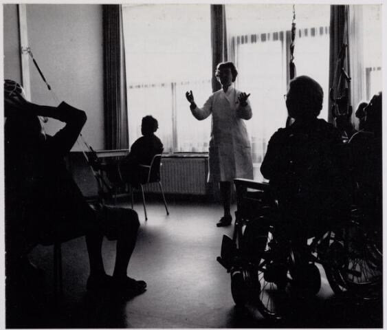 041945 - Gezondheidszorg. Gymnastiek in het vVerpleeghuis Joannes XXIII