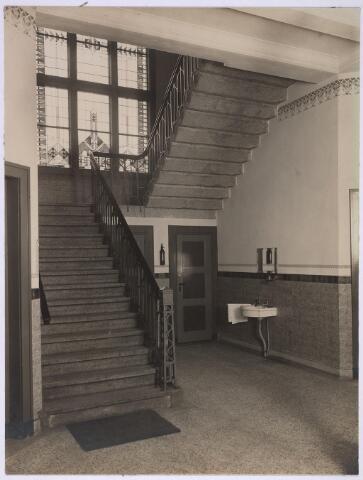 025166 - Interieur van een gebouw van de gasfabriek aan de Lange Nieuwstraat in de eerste helft van de vorige eeuw