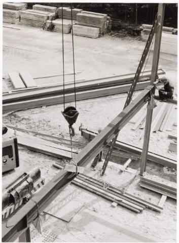 039189 - Volt. Noord. Algemeen, Gebouwen, Nieuwbouw. Het opzetten van de staalconstructie voor hal ND in 1963. Hierin kwam de gereedschapmakerij in 1964.