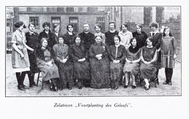 009703 - Zelatricen van de Voortplanting van het Geloof parochie Den Besterd. (1926)