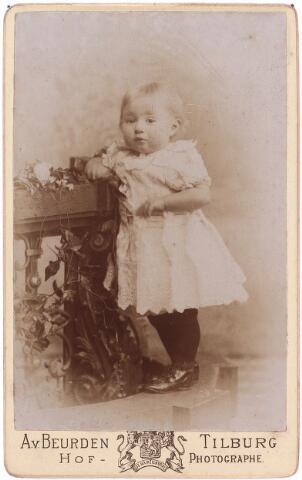 003580 - Ans (Anna Maria?1891)  Berghegge, dochter van Josephine Maria Margaretha Houben (1853-1920) en Johannes Antonius Berghegge (1850-1922)