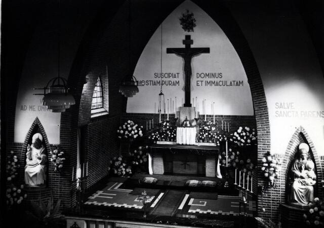 055049 - Priesterkoor van de kapel van het fraterhuis aan de Capucijnenstraat.
