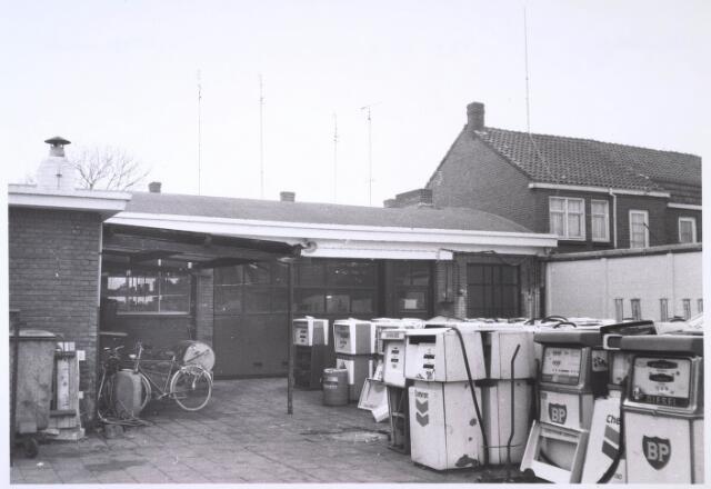 023854 - Werkplaats van de firma F. van de Hout, revisie- en installatiebedrijf voor benzinepompen aan de Kolvenierstraat