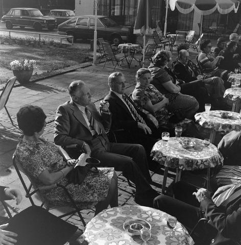 1237_012_989-1_006 - Viering van een jubileum van textiel firma Van Besouw b.v. bij restaurant Boschlust in Goirle in mei 1977.